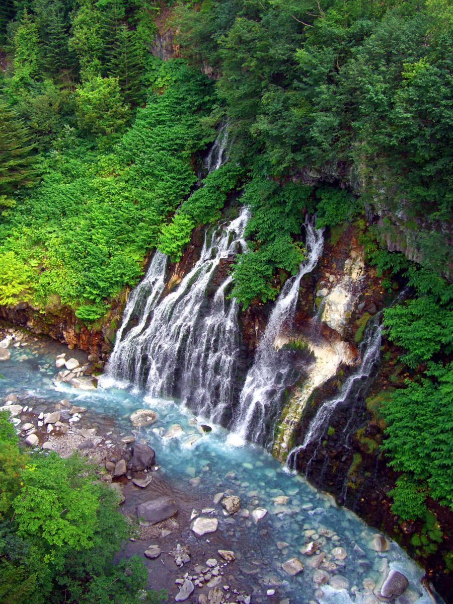 [EN] Waterfalls at Tokachi-dake. [FR] Chutes d'eau à Tokachi-dake. [JP] 十勝岳で滝。