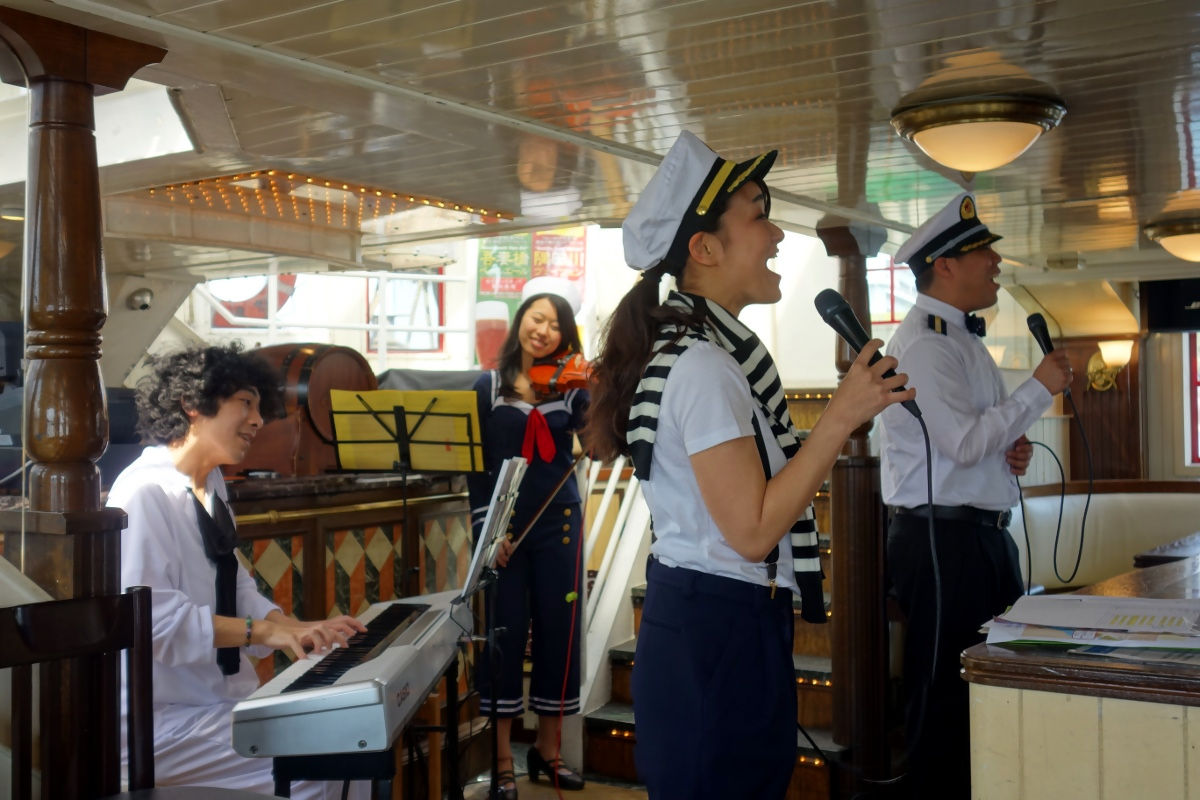 Miki & Ken singing with a piano and violin during a Sweet & Sound Cruise (Minato ward, Tokyo, Japan) on 18 April 2015.