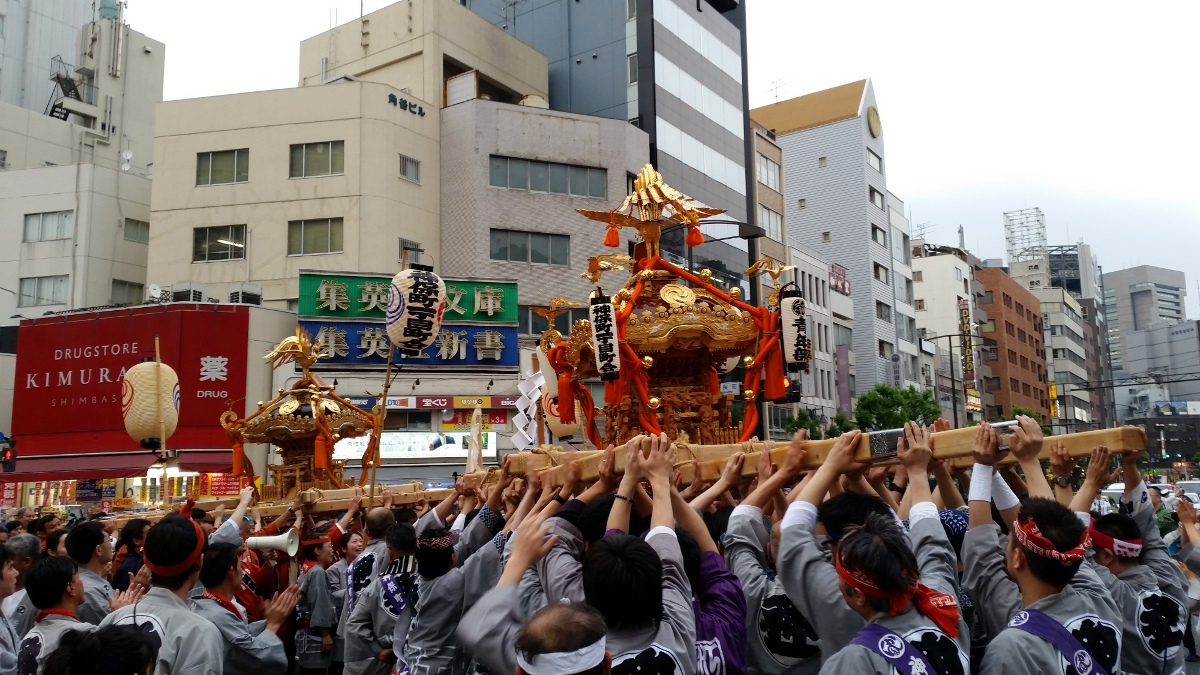 Omikoshi of Jimbocho-itchome carried high during Kanda-matsuri in Jimbocho area (Chiyoda ward, Tokyo, Japan) on 09 May 2015.