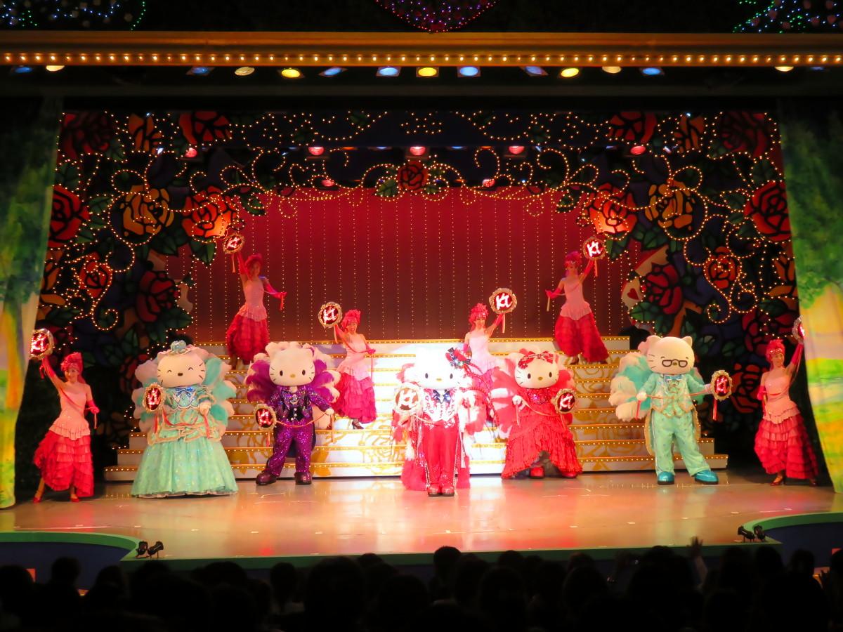 [EN] Show at Sanrio Puroland. [FR] Spectacle à Sanrio Puroland. [JP] サンリオ・ピューロランドでショー。