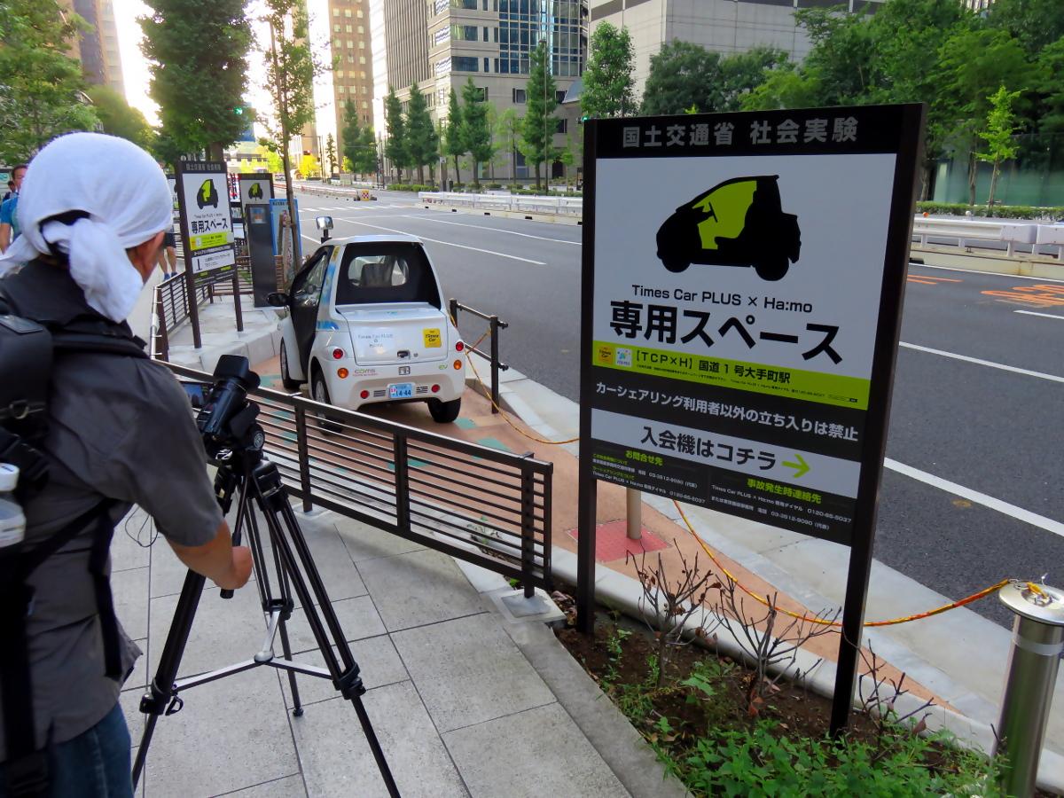 [EN] Hiro Kunado filming. [FR] Hiro Kunado filmant. [JP] 久那斗ひろ、撮影中。